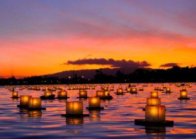 صور شموع فوق الماء على أرواح الضحايا Victims Candles Images In Water-عالم الصور