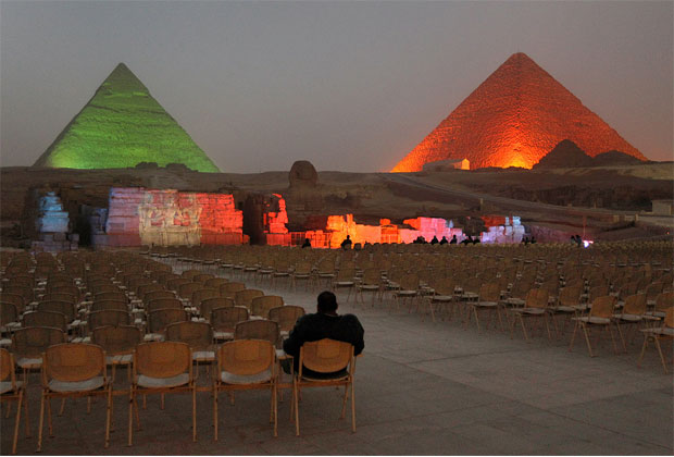 أجمل صور للأهرامات في المساء الوان رائعة -عالم الصور