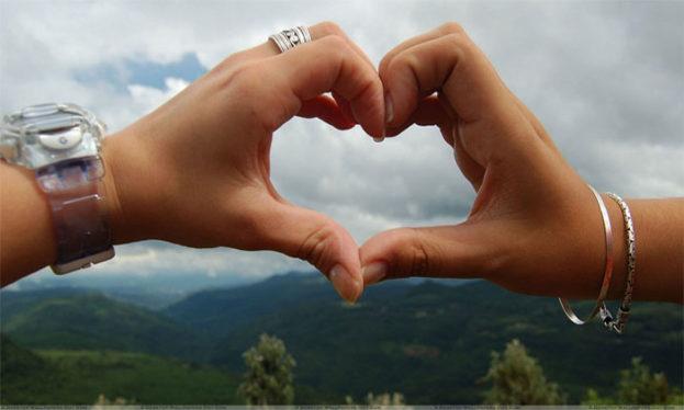احلى صور يد شخصين على شكل قلب حب عالم الصور