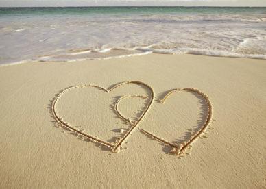 صور قلوب حب على الرمل Love Heart Images On Sand-عالم الصور