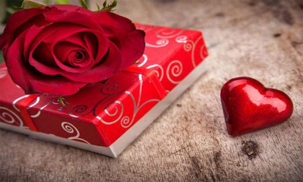 صور قلب حب احمر حلو جداً مع هدية للعشاق -عالم الصور