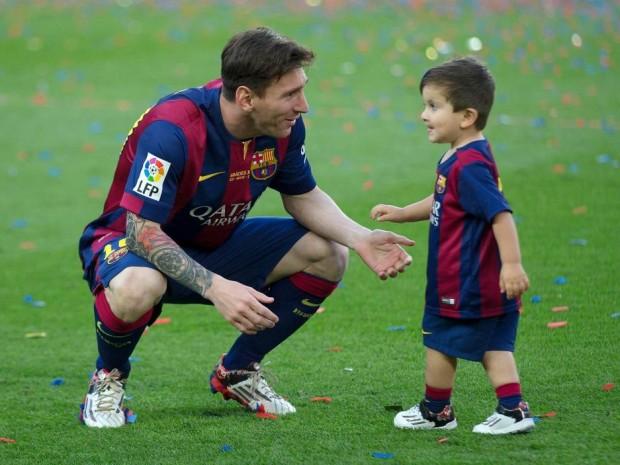 صور ليونيل ميسي وأبنة الصغير ماتيو في الملعب Messi and Matteo