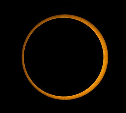 صور جديدة من الكسوف الكلي للشمس-عالم الصور