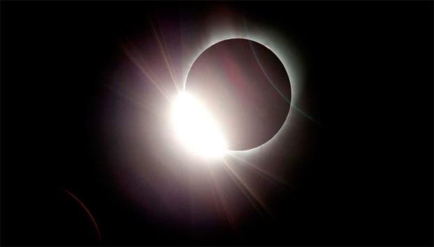 صور أكتمال الكسوف الكلي للشمس -عالم الصور