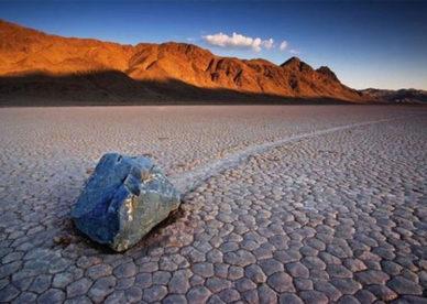 بالصور عجائب وغرائب الصخور المتحركة Moving Stone Self-عالم الصور