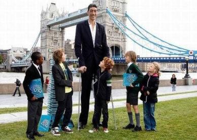 صور أطول رجل في العالم سلطان كوزن Tallest Man In The World -عالم الصور