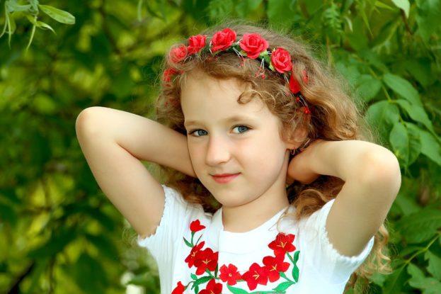 خلفيات بنات اطفال جميلة واحلى صور بنات كيوت عالم الصور