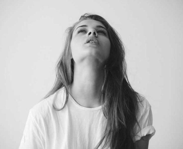 صور بنات حزينة فيس بوك - عالم الصور